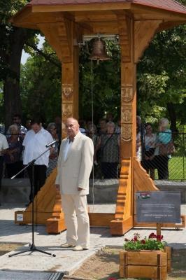 Felavattuk az 1956-os Emlékbizottság támogatásaként a Léleharang-harangláb emlékművünket